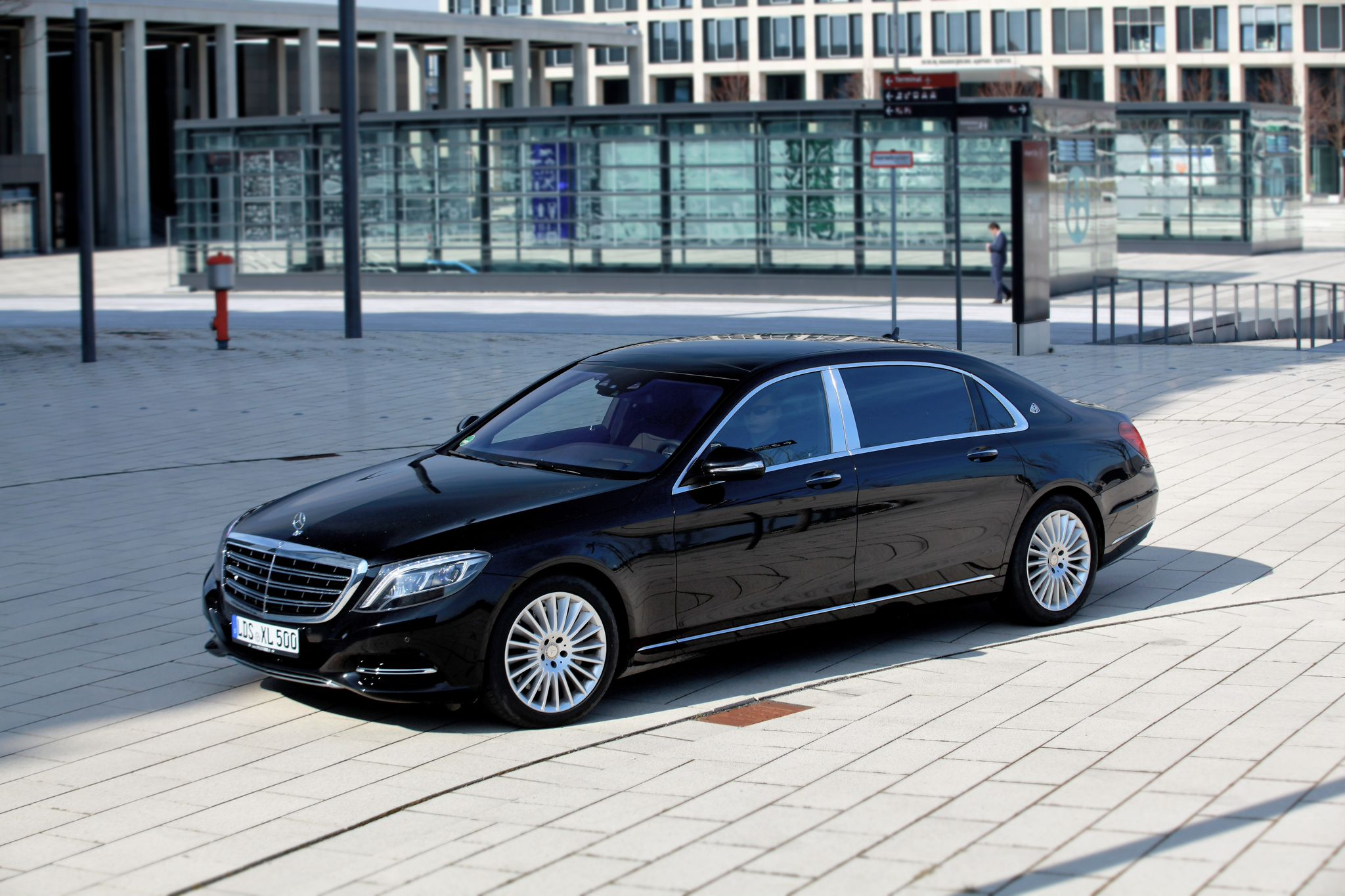 Mercedes S Klasse Maybach Images & Pictures - Becuo